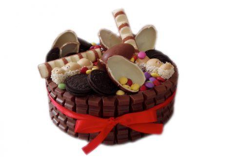 cukrarka-netradicna-torta-s-kinder-cokolada-vajicko-zilina