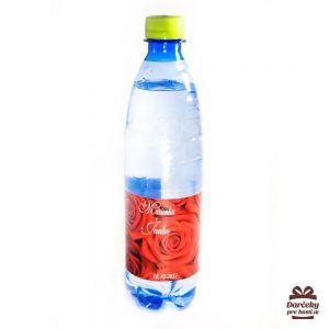 Minerálna voda s etiketou